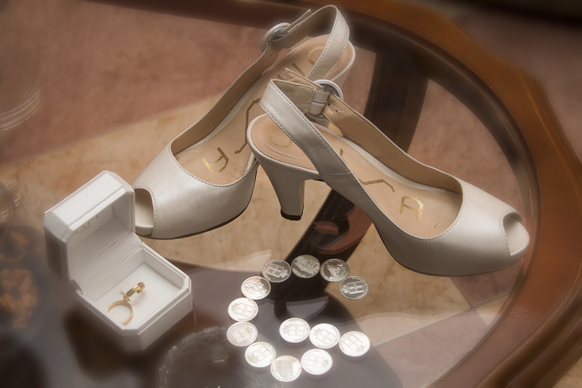Composición de las arras, as alianzas y los zapatos